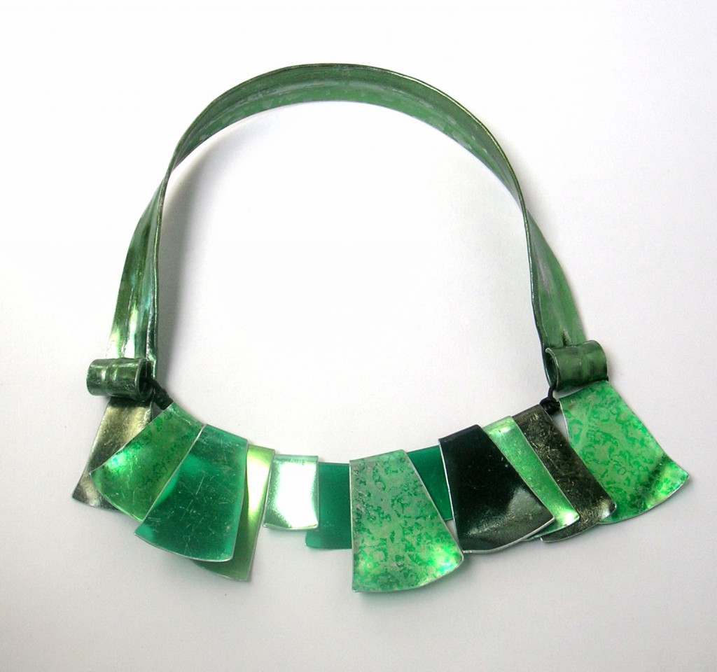 Green flag collar