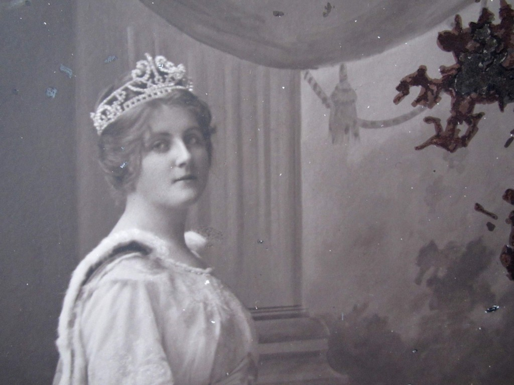 Dame Enid Lyons. From the Queen Carnival that raised funds for the French Red Cross in 1915, from the National Trust of Australia (Tasmania) collection.