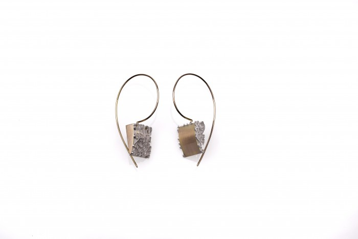 9ct yellow gold and sterling silver opposites with 9ct yellow gold ear wire, 38 x 13.5 x 22mm