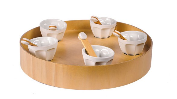 Round tray with condiment dishes
