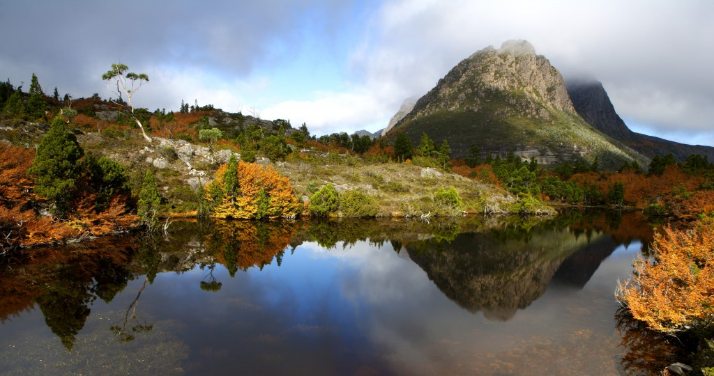 Narcissus River, Mount Olympus (right), Traveller Range (left) and Lake St Clair, Cradle Mountain - Lake St Clair National Park.