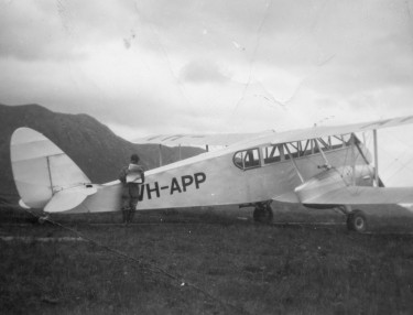 Auntie - de Havilland DH84 Dragaon, twin-engine areoplane